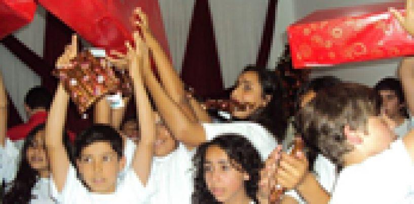 Akustica Musical doa cerca de 50 instrumentos em sua campanha de Natal 2012