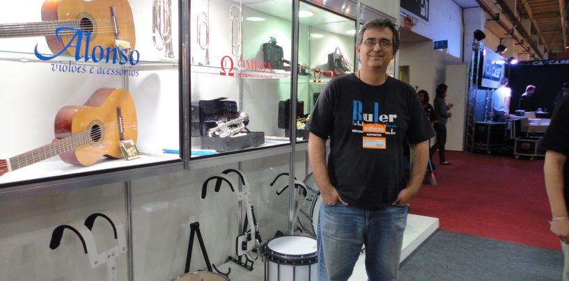 Arwel faz promoção durante Expomusic