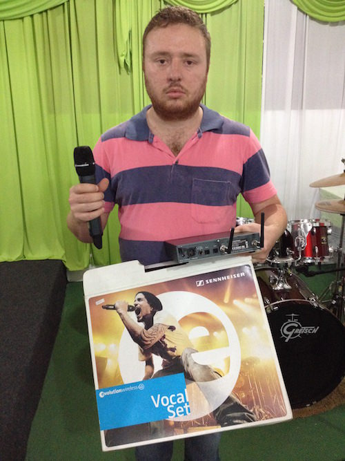 Microfone_falsificado_no _Brasil_baixa