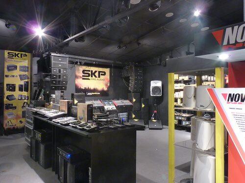 Showroom SKP Novik Neo 1 copia