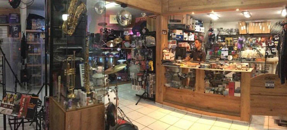 """Por que prefiro comprar um instrumento musical """"ao vivo""""?"""