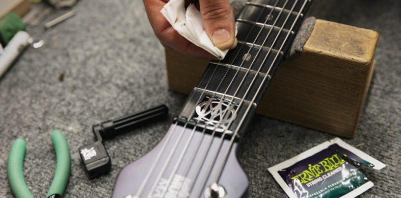 Cuide da sua guitarra com o Musician's Tool Kit da Ernie Ball