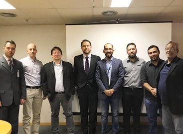 Anatel recebe fabricantes de microfones para discutir questões técnicas de radiofrequência