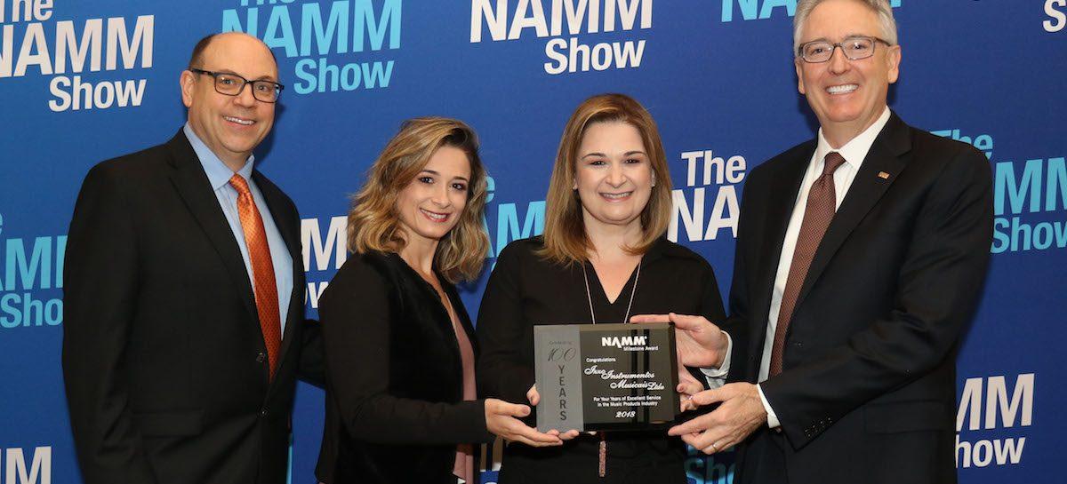 Izzo recebe prêmio na NAMM Show