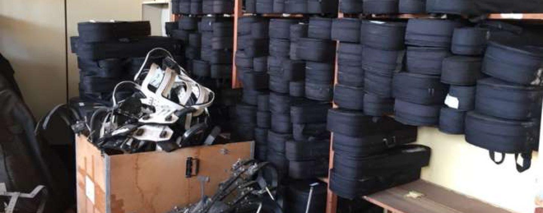 Centenas de instrumentos musicais estão guardados em um depósito em Sorocaba/SP
