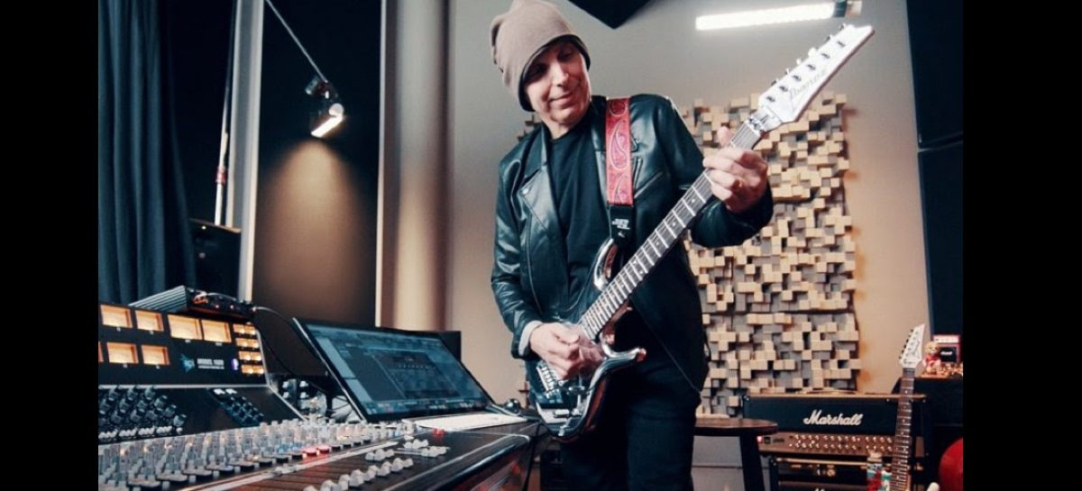 Joe Satriani é o novo endorsee da IK Multimedia