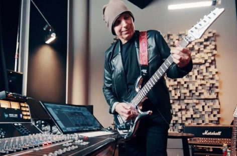 Joe Satriani é o novo endorsee da IK Multimedia