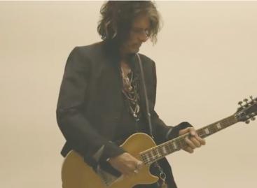 "Gibson apresenta a guitarra Joe Perry ""Gold Rush"" Les Paul Axcess"