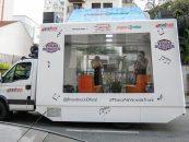 Brandtruck cria projeto dentro de caminhão de vidro e leva música para as ruas