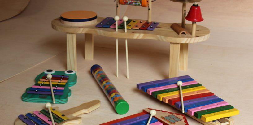 Vibratom faz instrumentos para educação musical de crianças
