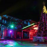 Iluminação externa Elation no Show de Natal da Igreja Bayside