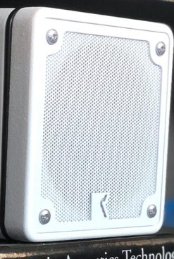 Outline apresentou a pequena caixa Vegas 4