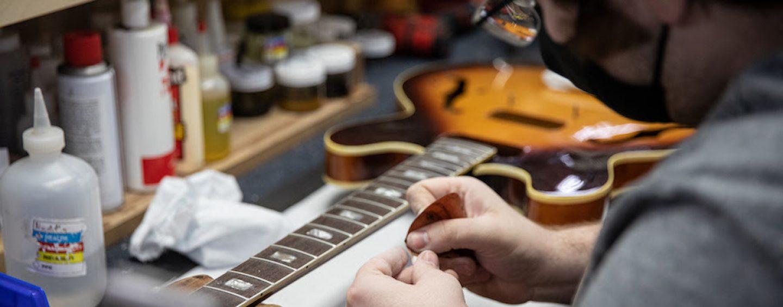 Gibson introduz serviço de reparo e restauração